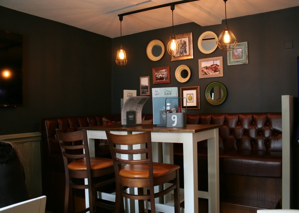 Kings Arms Pub bury St Edmunds high dining tables