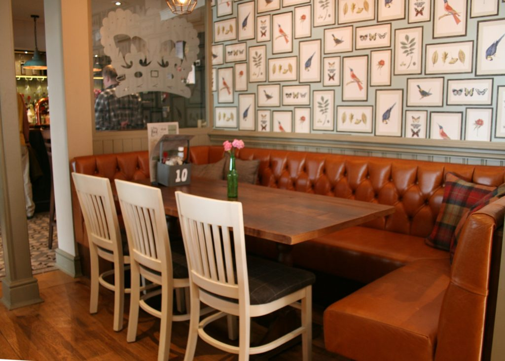 Kings Arms Pub bury St Edmunds feature wall and dining tables
